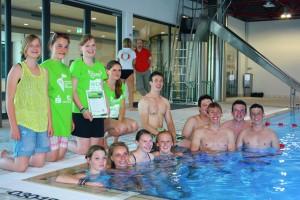 Das Team des Sponsorenschwimmens